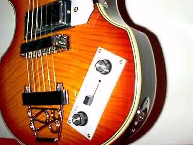 Career Beatles Bass - Gitarre