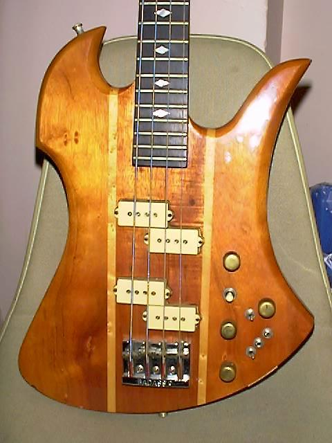 B.C.Rich Mockingbird Bass